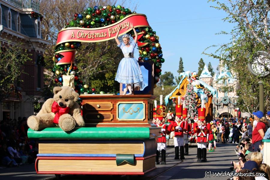 disneychristmasparade1